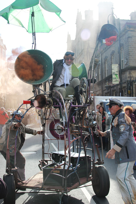 hurly burly kinetic sound sculpture in Marsden Jazz Festival Parade
